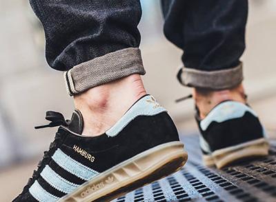 5ca9627f3 Учитывая тот факт, что оригинальные кроссовки Адидас Гамбург находятся на  пике популярности с начала 80-х годов прошлого века, количество  всевозможных ...